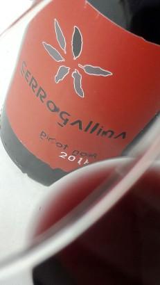 Detalle del ribete del vino Cerrogallina 2016.