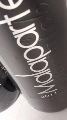 Etiquetado del vino Malaparte Espantalobos 2011.