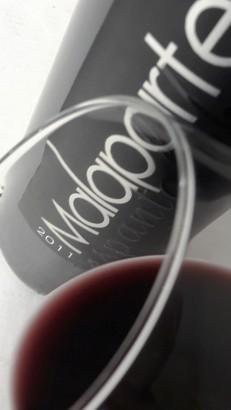 El ribete del vino Malaparte Espantalobos.