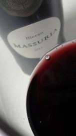 Detalle del color del vino Massuria 2011.