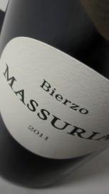 Etiquetado del vino Massuria 2011.