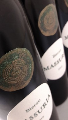 Botellas de Massuria.