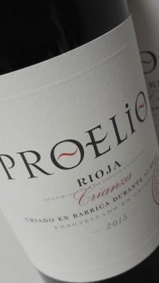 Etiquetado del vino Proelio Crianza 2015.