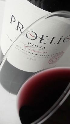 Detalle del ribete del vino Proelio Crianza 2015.