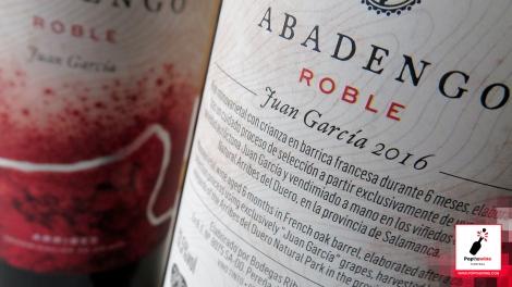abadengo_roble_contra_etiqueta_botella_vino