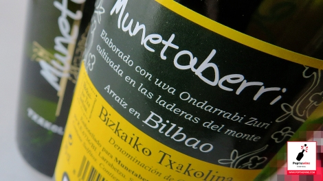 munetaberri_txakolina_contra_etiqueta_botella_vino