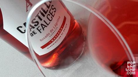 castillo_de_falces_rosado_detalle_color_copa_vino