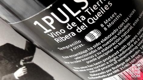1_pulso_detalle_contra_etiqueta_botella_vino