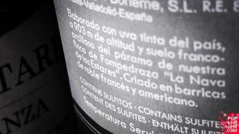 los_estares_crianza_contra_etiqueta_botella_vino